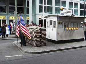 checkpoint-charlie-muzeum-berlin