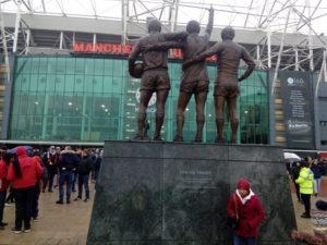 futbalovy-zajazd-na-manchester-united-old-socha