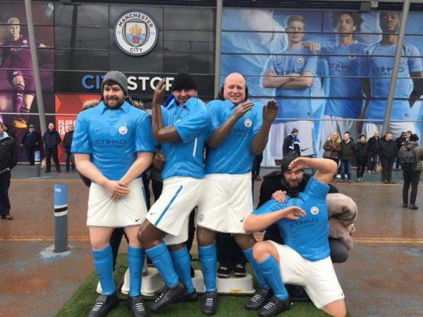 futbalovy-zajazd-na-manchester-city-socha