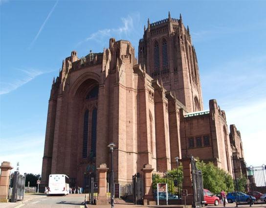 futbalovy-zajazd-na-liverpool-katedrála